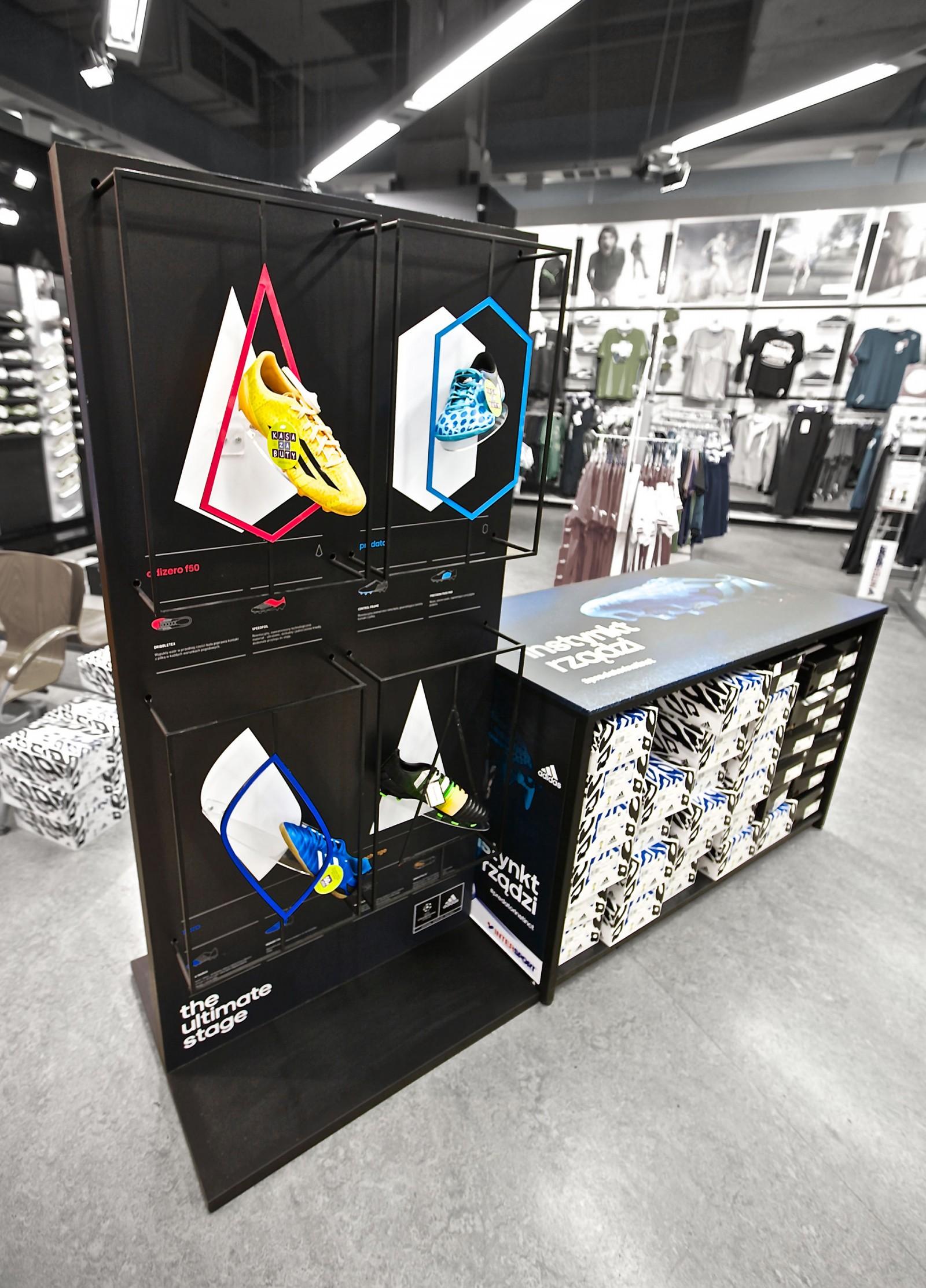 <strong>Adidas<span><b>Zobacz pełny rozmiar</b></span></strong><i>→</i>