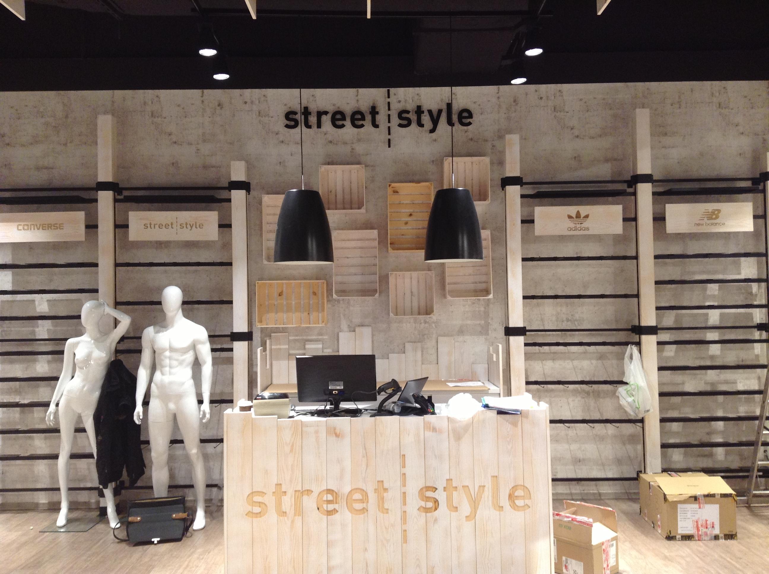 <strong>Street Style<span><b>Zobacz pełny rozmiar</b></span></strong><i>→</i>